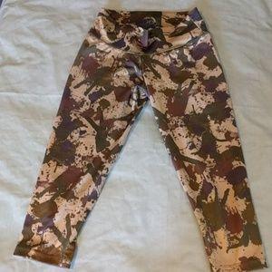 """5x$25! Camo Crop Leggings (XS/17"""")"""
